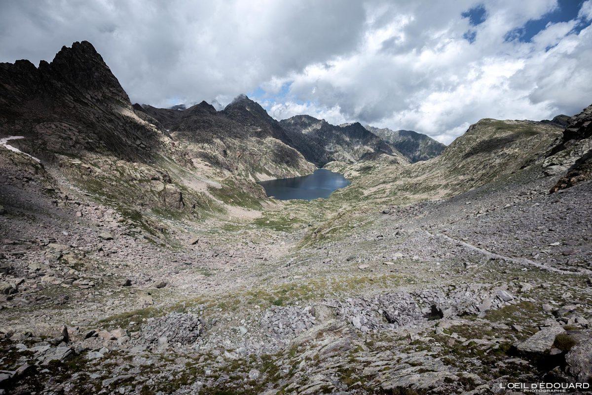 Lac du Basto - Maciço du Mercantour Alpes-Maritimes Provença-Alpes-Côte d'Azur / Caminhadas na paisagem montanhosa Paisagem ao ar livre Caminhadas no lago de montanha Caminhadas