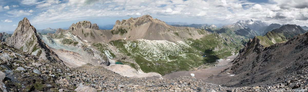 La Combe de la Neuva de Col de la Nova na paisagem da cordilheira dos Alpes Savoy até Beaufortain