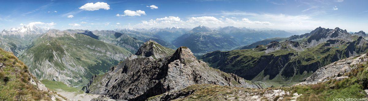 Vista da Haute-Tarentaise do topo da Pointe de la Terrasse em Savoie Paisagem dos Alpes da montanha Beaufortain