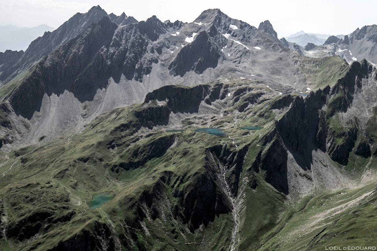 A montanha de Platte Pointe de Leisette e os lagos de Forclaz do topo da Pointe de la Terrasse, montanha Le Beaufortain Savoie Paisagem Alpes