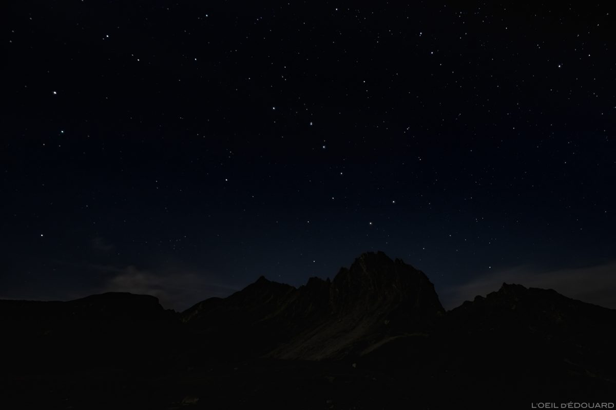 Constelação da Ursa Maior - Estrelas no céu noturno durante um acampamento em Lacs de la Forclaz, Le Beaufortain Savoie Paisagem Alpes / Estrelas céu noturno montanha ao ar livre © L'Oeil d'Édouard - Todos os direitos reservados