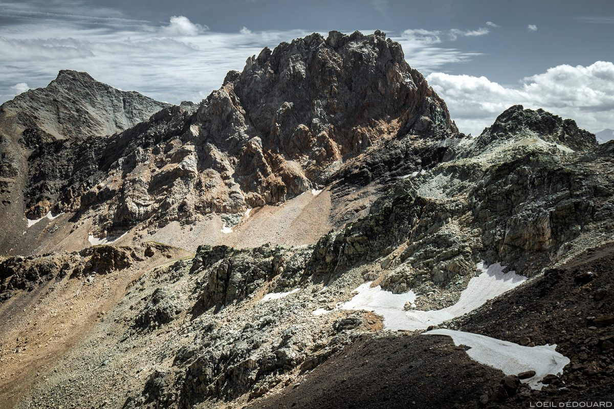 Rochas oxidadas de Aiguille de la Nova ao Col du Grand Fond, Le Beaufortain Savoie Paisagem Alpes montanhosos © L'Oeil d'Édouard - Todos os direitos reservados