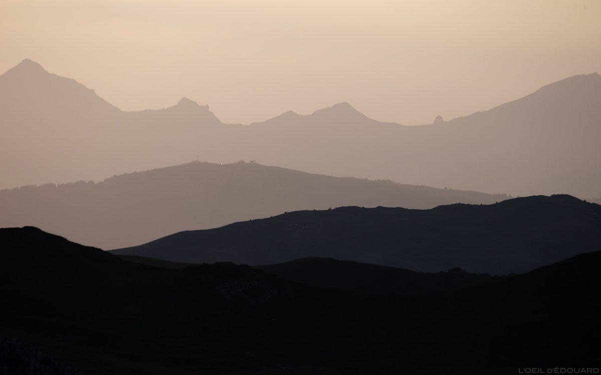 Perspectiva atmosférica: pôr do sol sobre o Aravis - Paisagem alpina Le Beaufortain Savoie © L'Oeil d'Édouard - Todos os direitos reservados