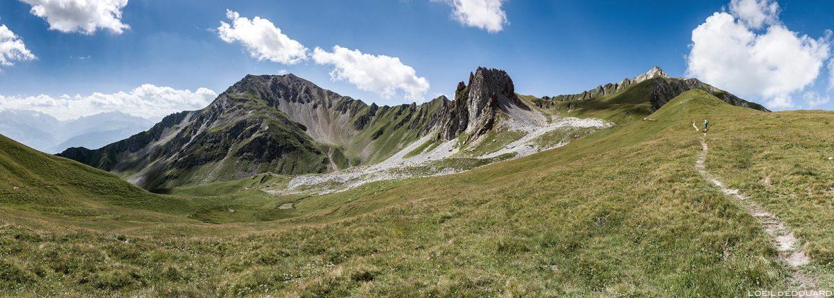 Trilha de caminhada Le Crêt du Rey, Pointe de Bénite e Roche de Corne Noire, paisagem montanhosa dos Alpes Le Beaufortain Savoie