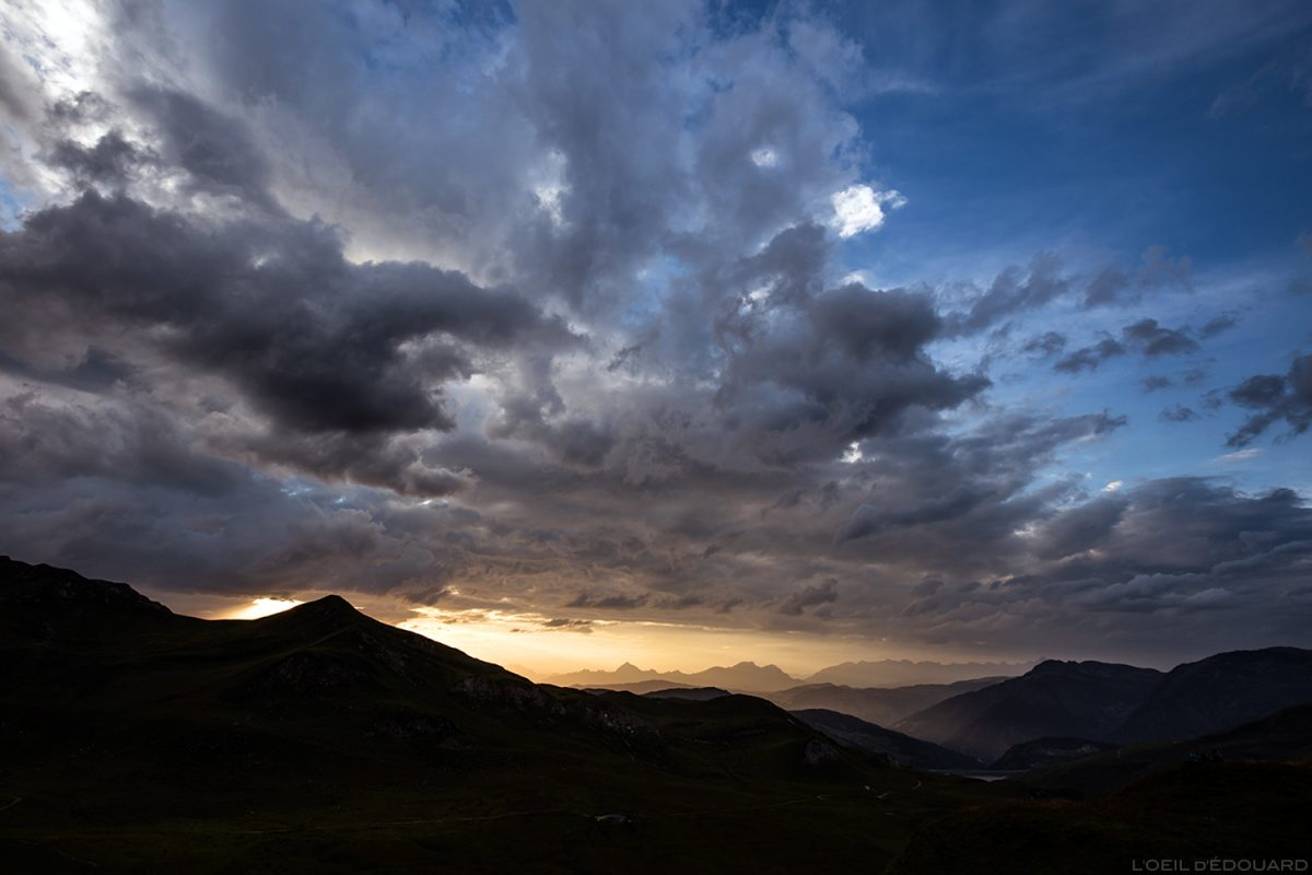 Pôr do sol no Aravis com nuvens no céu, do Lago d'Amour, Le Beaufortain Savoie Paisagem alpina © L'Oeil d'Édouard - Todos os direitos reservados