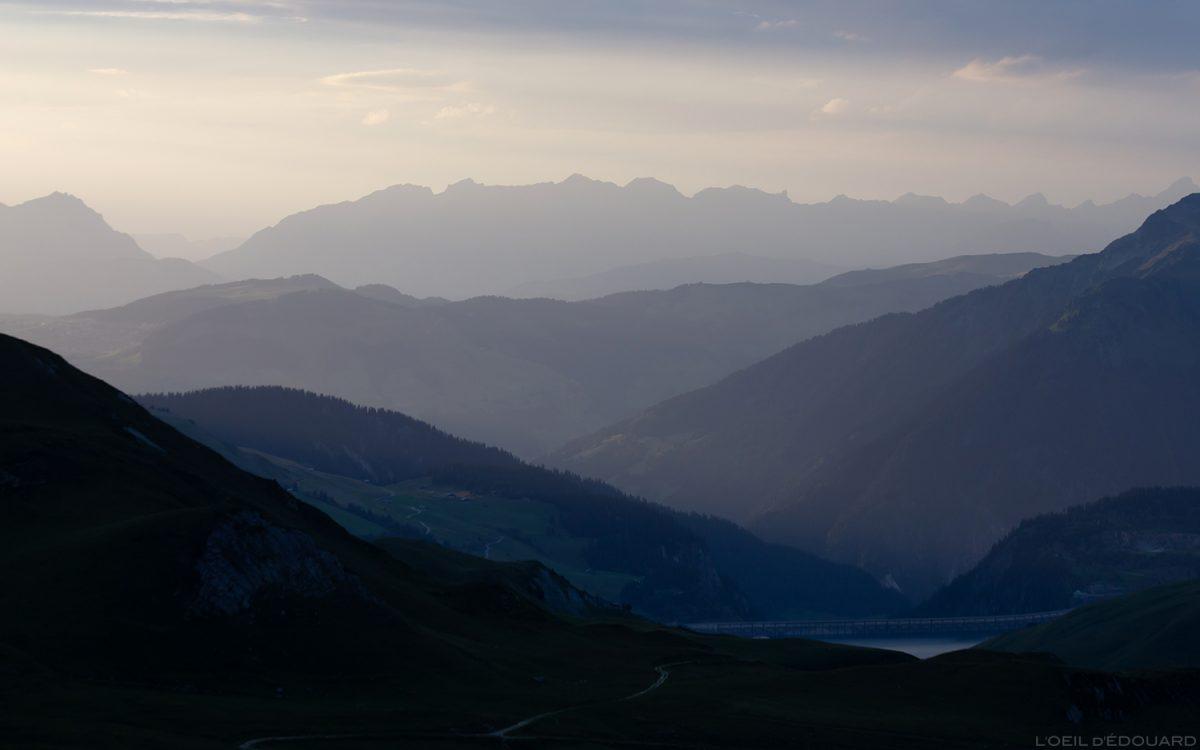 Perspectiva atmosférica: pôr do sol sobre Beaufortain e Aravis - paisagem dos Alpes Savoy © L'Oeil d'Édouard - Todos os direitos reservados