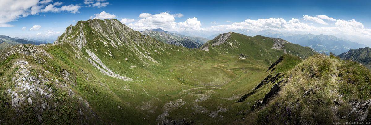 Le Crêt du Rey, paisagem montanhosa dos Alpes Savoy de Le Beaufortain