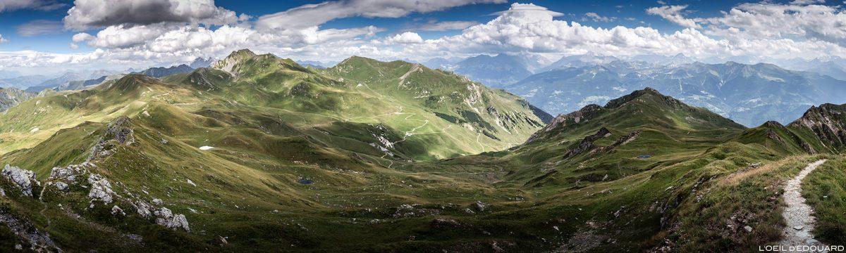 Vista panorâmica do topo da Pointe de Dzonfié, paisagem montanhosa dos Alpes Beaufortain Savoie
