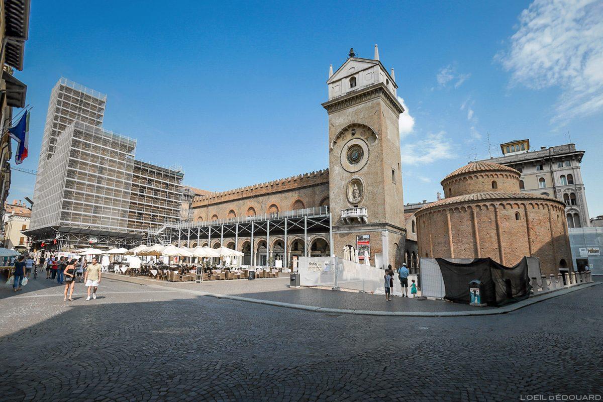 Piazza delle Erbe, Mântua, Itália: Palazzo della Ragione e Rotonda di San Lorenzo / Mântua, Itália