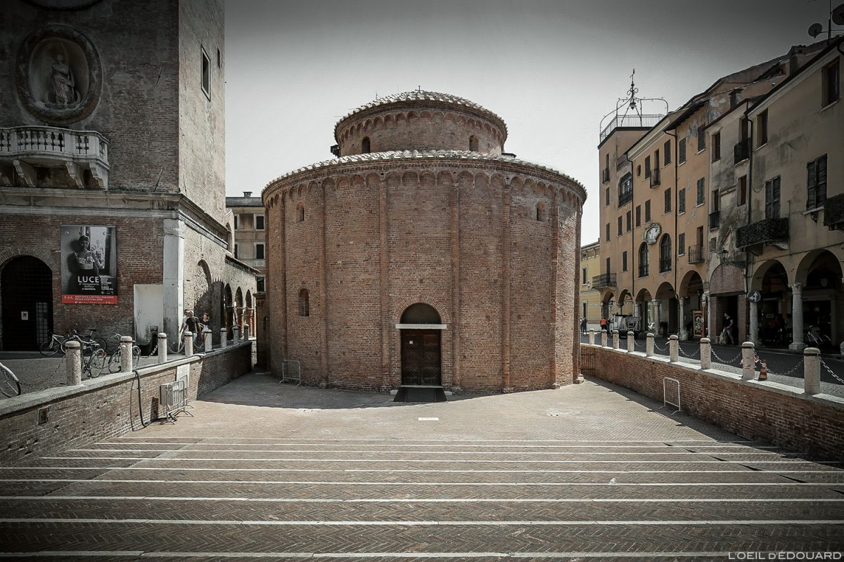 Igreja do Santuário Igreja Redonda de San Lorenzo, Piazza delle Erbe, Mantova Itália / Igreja Mantova Itália Itália