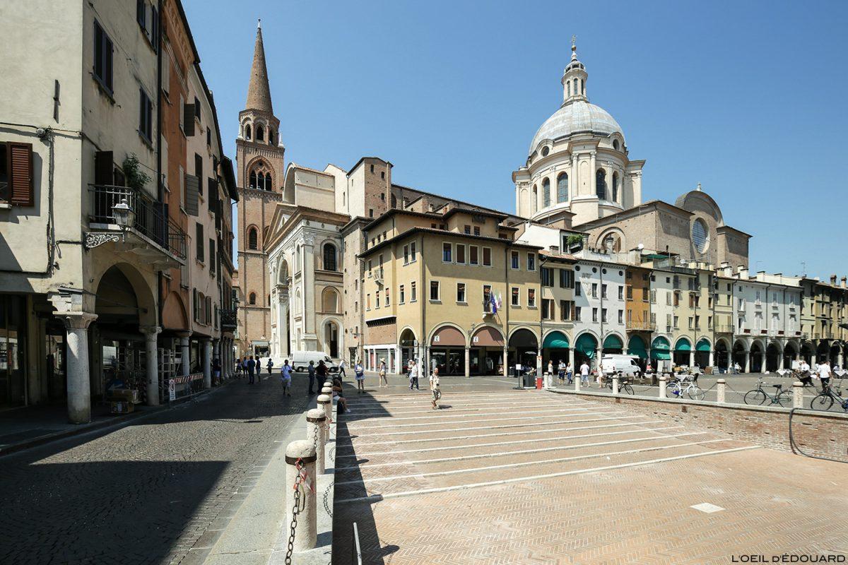 Piazza delle Erbe, Mântua Itália: Catedral da Basílica de Sant'Andrea / Mântua Itália