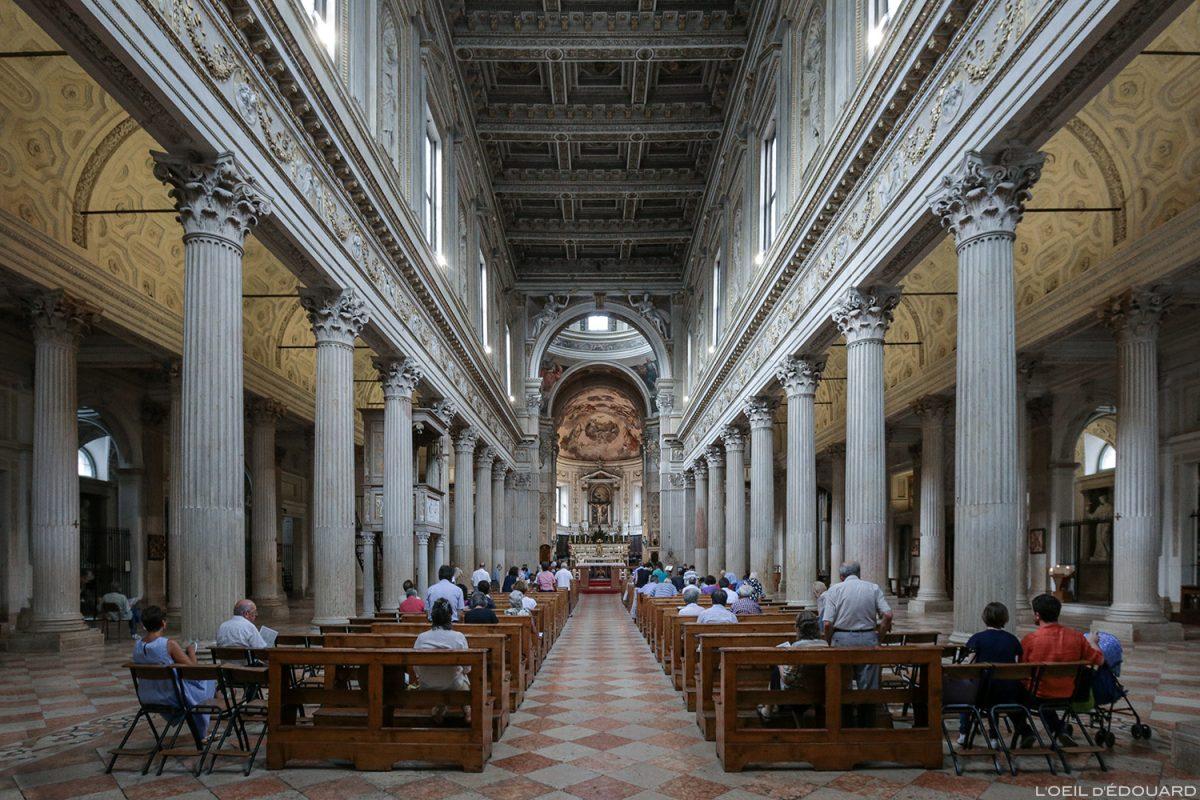 Catedral Nave de Mântua Itália / Igreja Dom San Pietro de Mântua Itália Itália