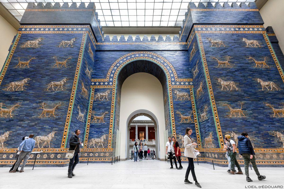 Ischtar-Tor von Babylon, Pergamonmuseum - Museuminsel Berlin Germany / Ischtar-Tor von Babylon, Pergamonmuseum Museuminsel Deutschland Germany