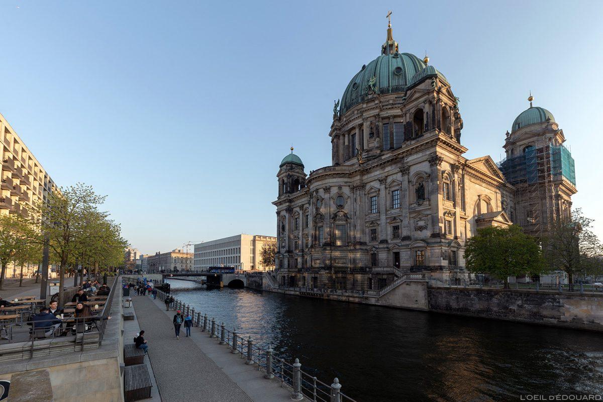 Catedral de Berlim, Berlin Vera Brittain Ufer, Banco do Spree Berlin Germany Deutschland Deutschland Church