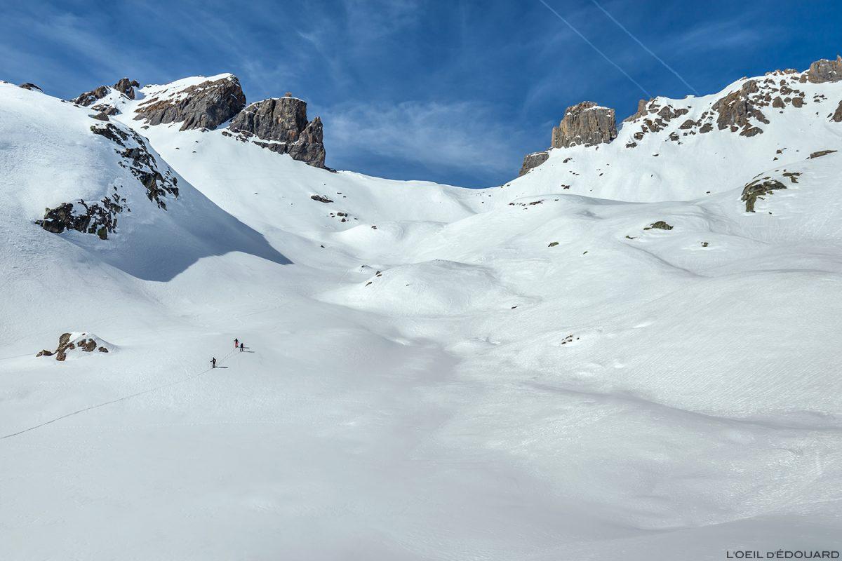 La Brèche de Parozan durante um tour de esqui em Combe de la Neuva no inverno - Massif du Beaufortain, Savoy / paisagem montanhosa no inverno Outdoor Mountain Winter Snow Ski Touring