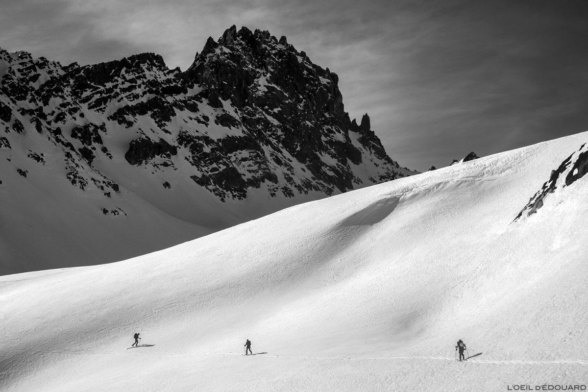 Ski touring em Combe de la Neuva no inverno com Aiguille de la Nova - maciço de Beaufortain, Savoy © L'Oeil d'Édouard - Todos os direitos reservados / Paisagem montanhosa no inverno Montanhas ao ar livre Inverno Neve Ski tour