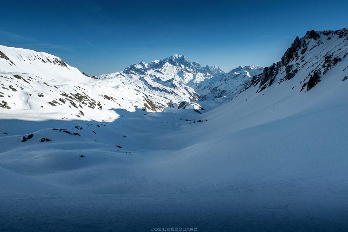 Passeios de esqui em Combe de la Neuva no inverno e no maciço do Mont Blanc - maciço de Beaufortain, Savoy