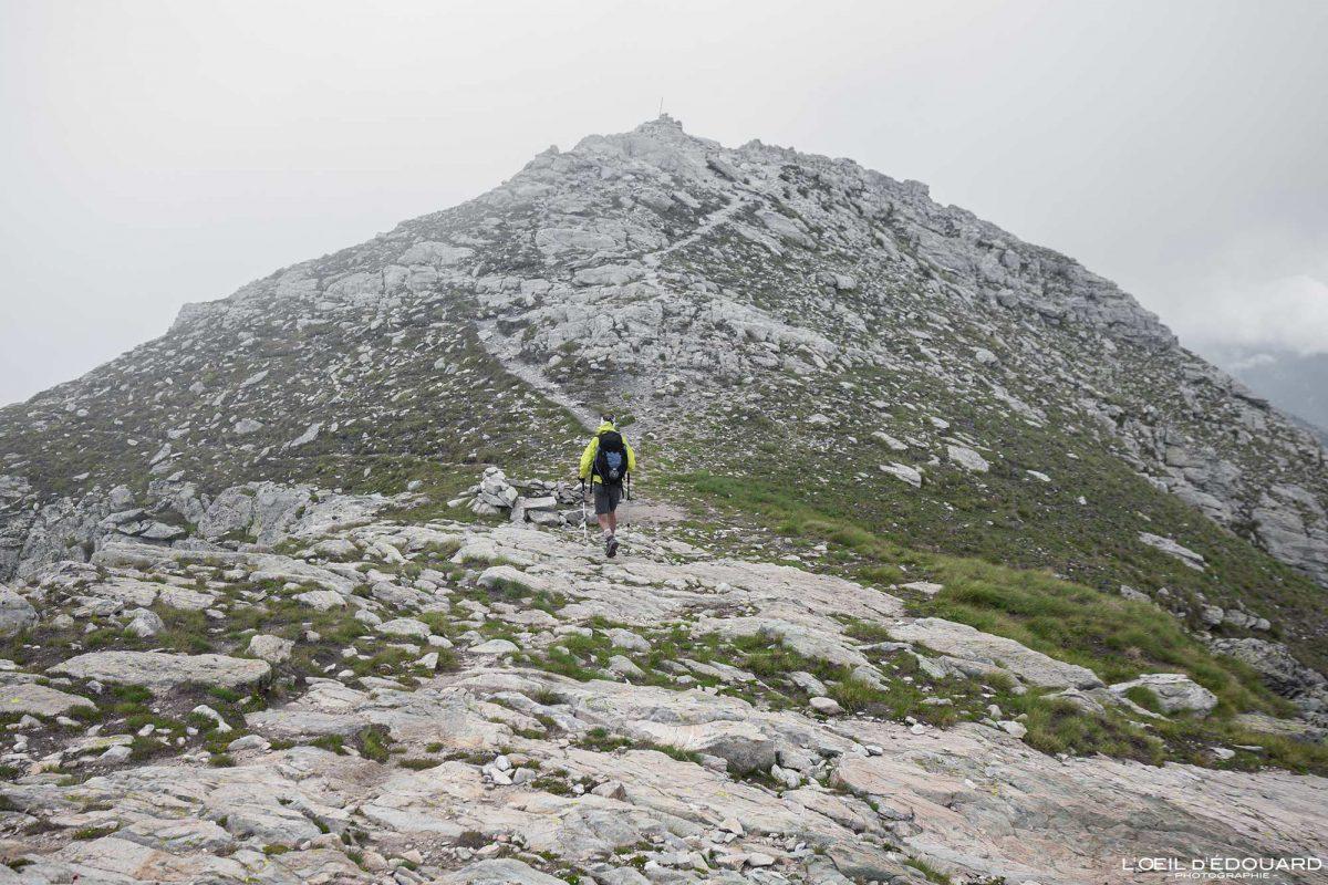 Cume do Mont Bégo Vallée des Merveilles - Maciço du Mercantour Alpes-Maritimes Provença-Alpes-Côte d'Azur / Paisagem Caminhada na montanha Paisagem ao ar livre Caminhada na montanha Caminhada Caminhada Trekking