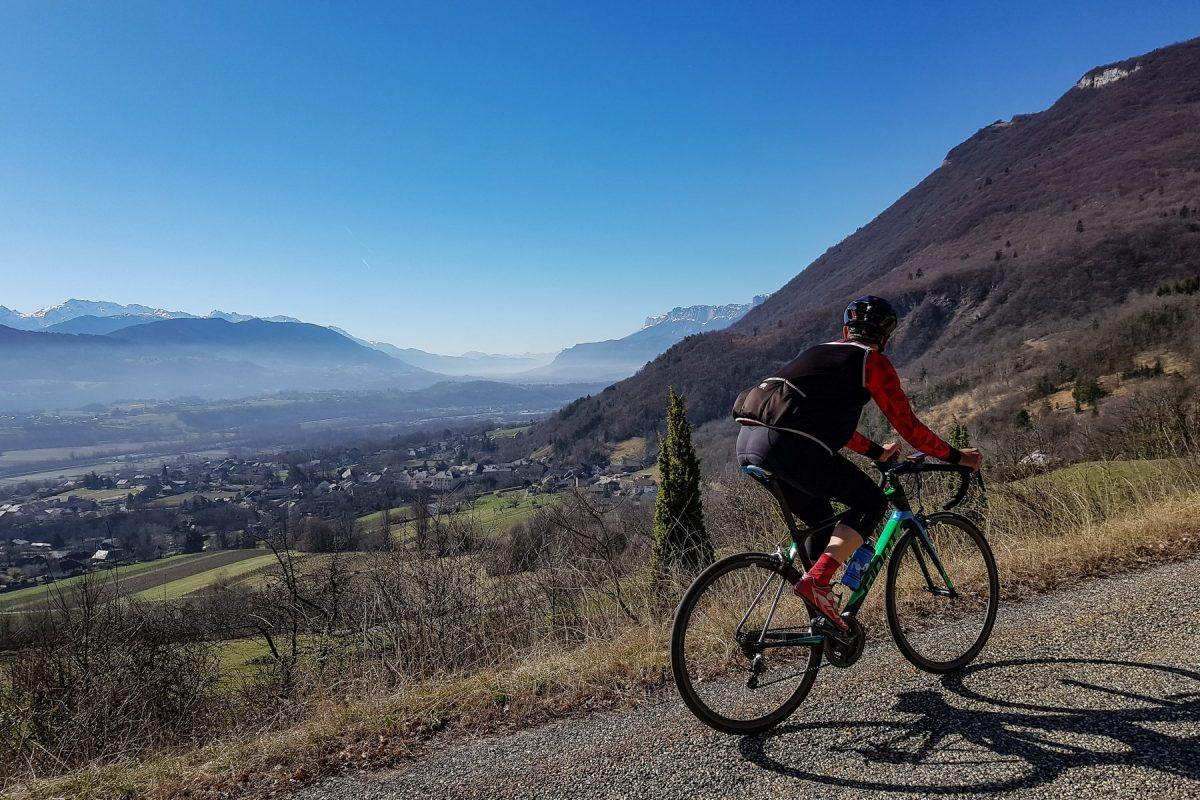 De bicicleta Col de Marocaz de bicicleta - Massif des Bauges Paisagem para bicicletas de estrada ao ar livre