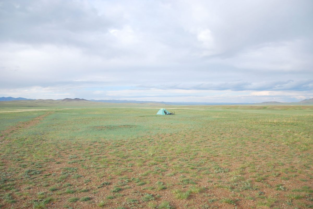 Tenda de bivaque nas estepes da Mongólia Ãsia Mongólia Ãsia Cavalos