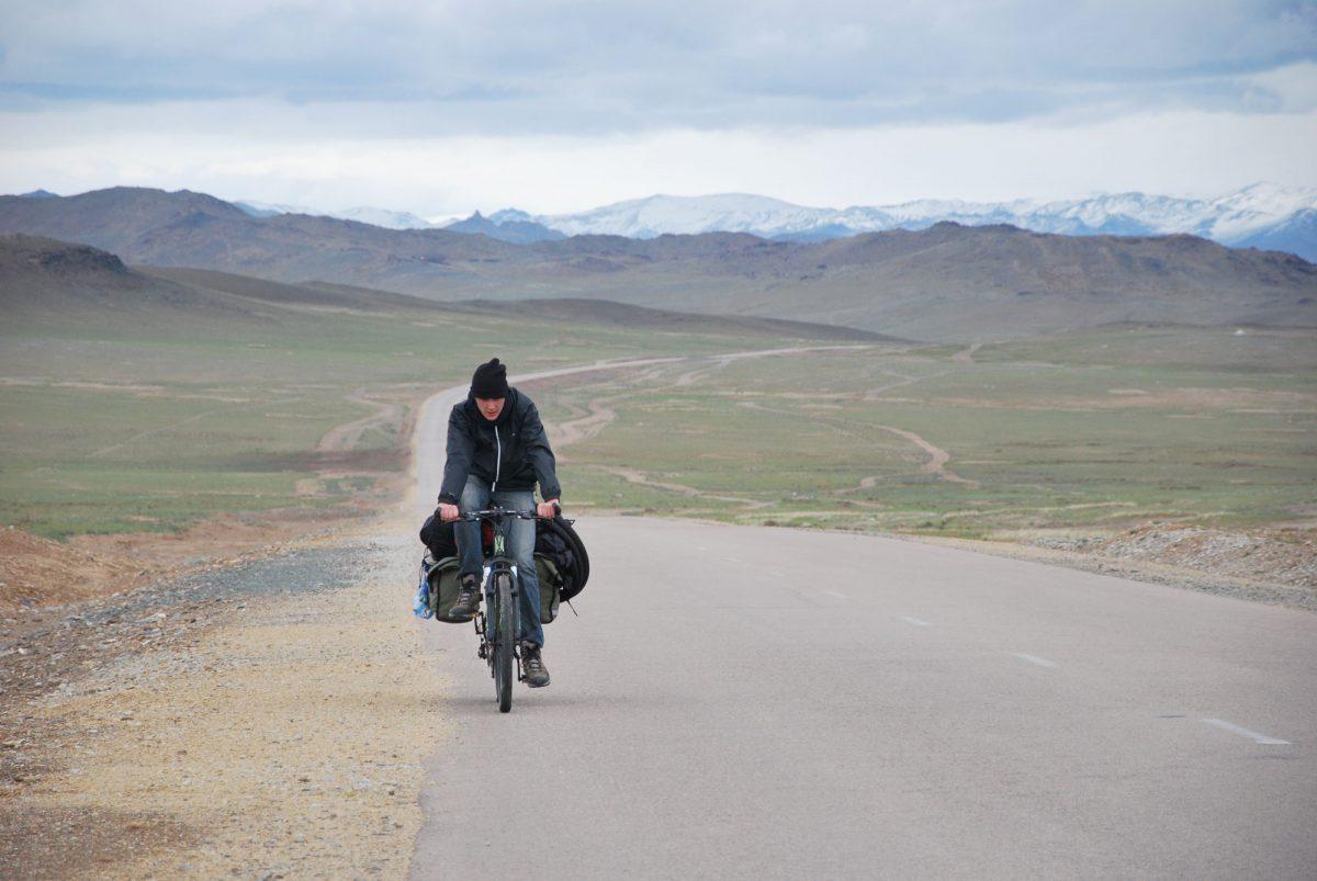 Passeio de bicicleta de estrada nas estepes da Mongólia Ãsia Mongólia Ãsia Passeio de bicicleta