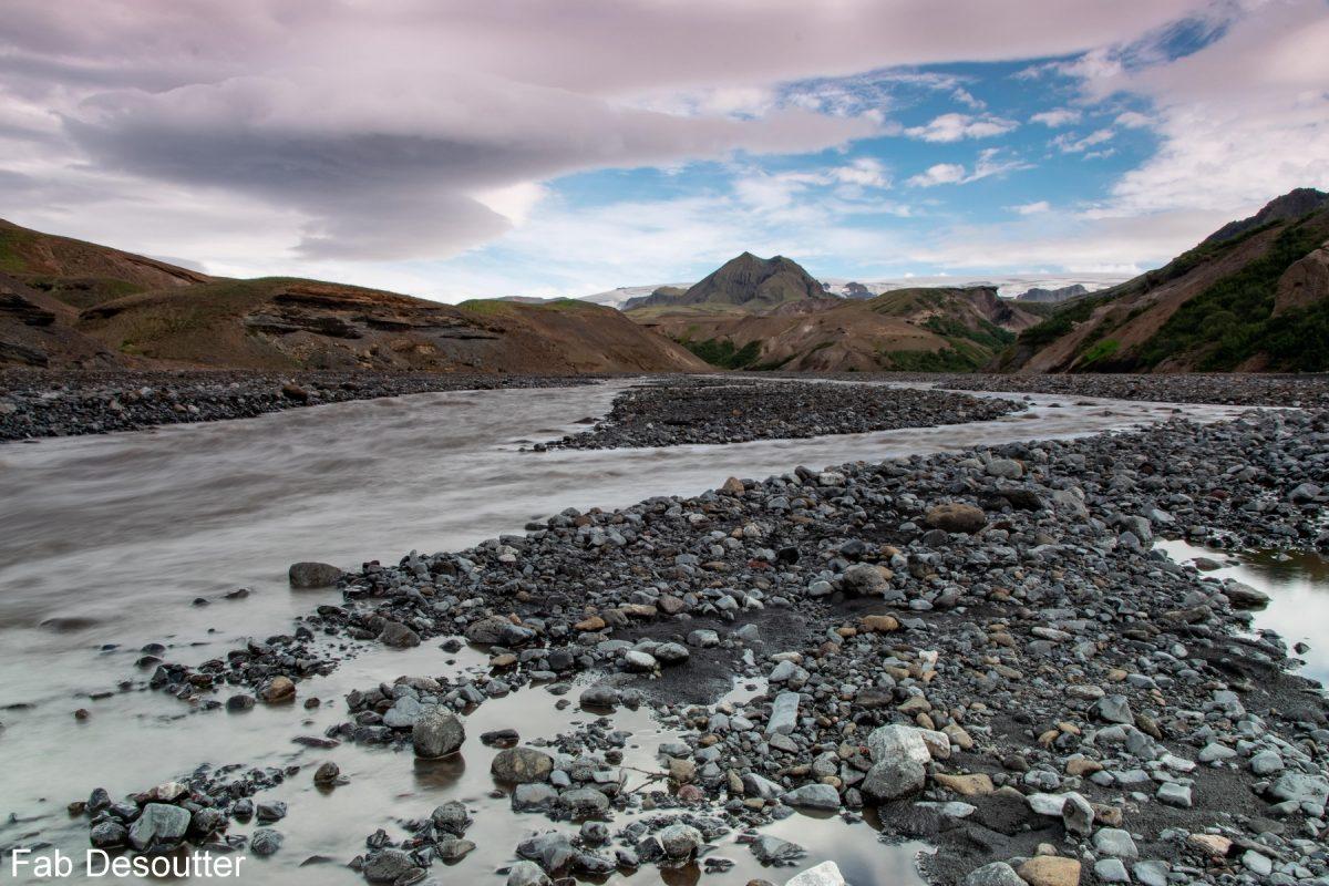 Rio Thrönga Trek Laugavegur Landmannalaugar Thorsmörk Islândia Mountain Trekking Paisagem do rio Islândia Ilha de montanha Islandês Exterior Selvagem