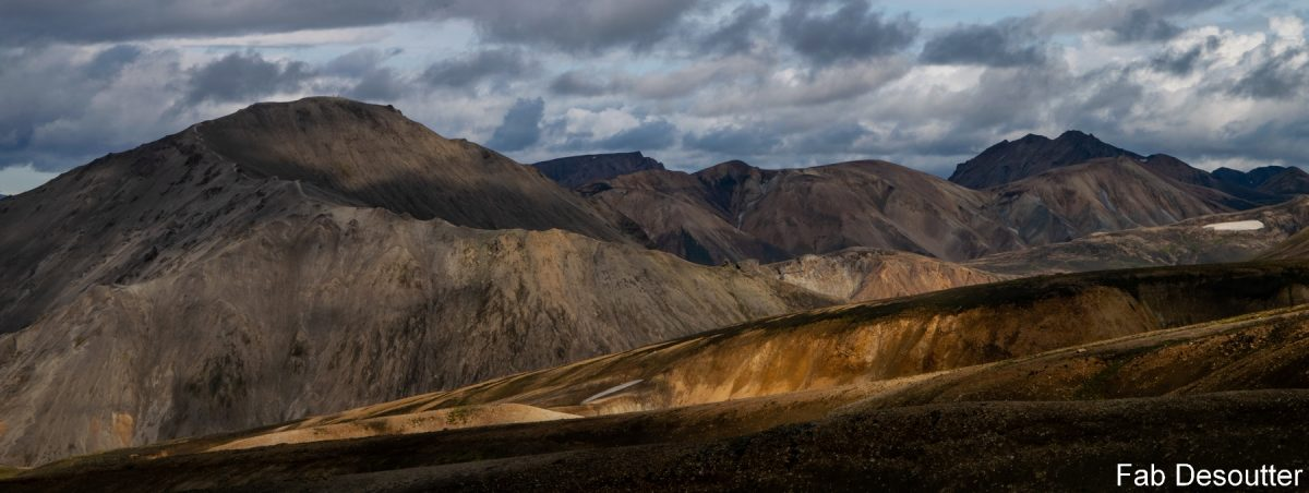 Montanha Blahnukur Paisagem Montanha Laugavegur Trek Landmannalaugar Islândia Montanha Trekking Paisagem selvagem de Islensk