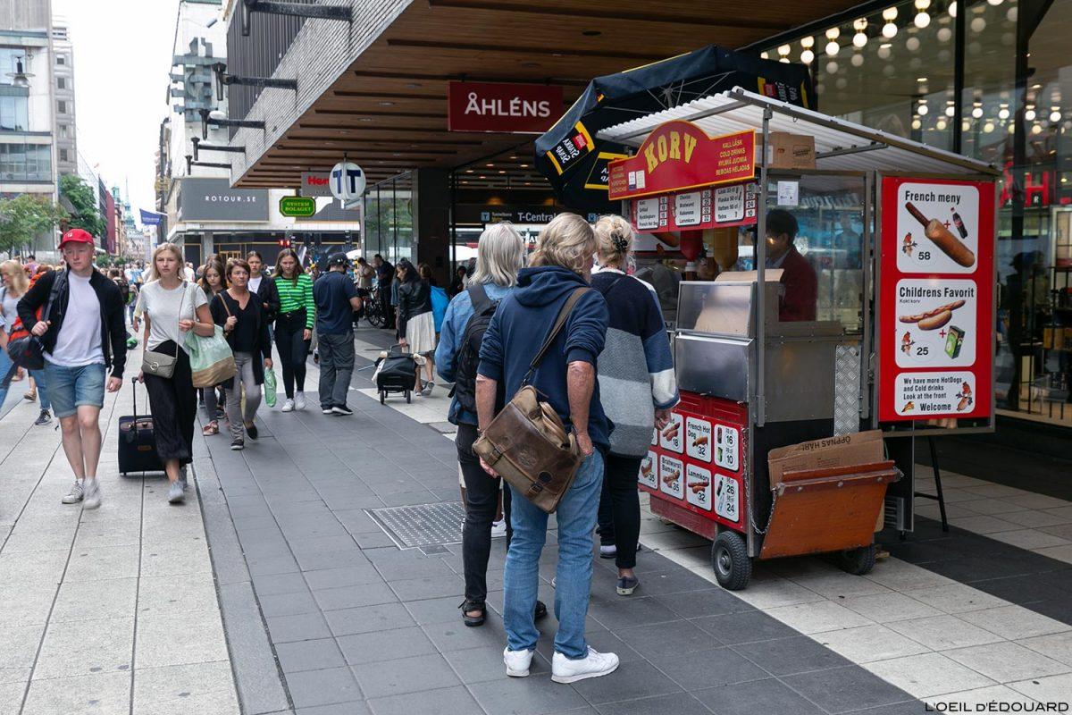 Barraca de cachorro-quente Bratwurst Lammkorv em Drottninggatan, Norrmalm Stockholm Suécia Sverige Street Food