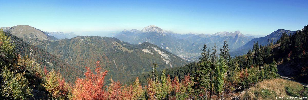Panorama da área de esqui Seythenex La Sambuy no outono Alpes de Haute-Savoie - paisagem montanhosa Alpes paisagem montanhosa
