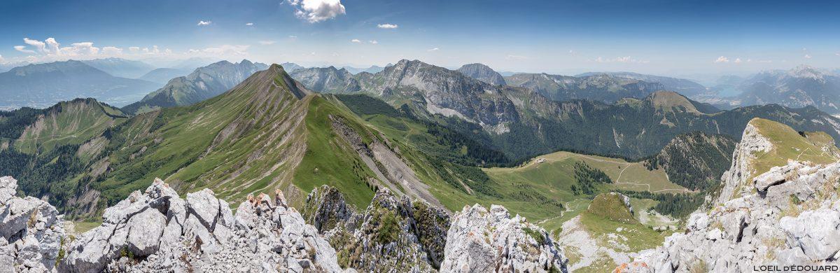 Vista panorâmica do maciço de Bauges de Pointe de La Sambuy com vista para o Mont Blanc, Haute-Savoie-Alpen - trilhas nas montanhas Alpes ao ar livre nas montanhas.