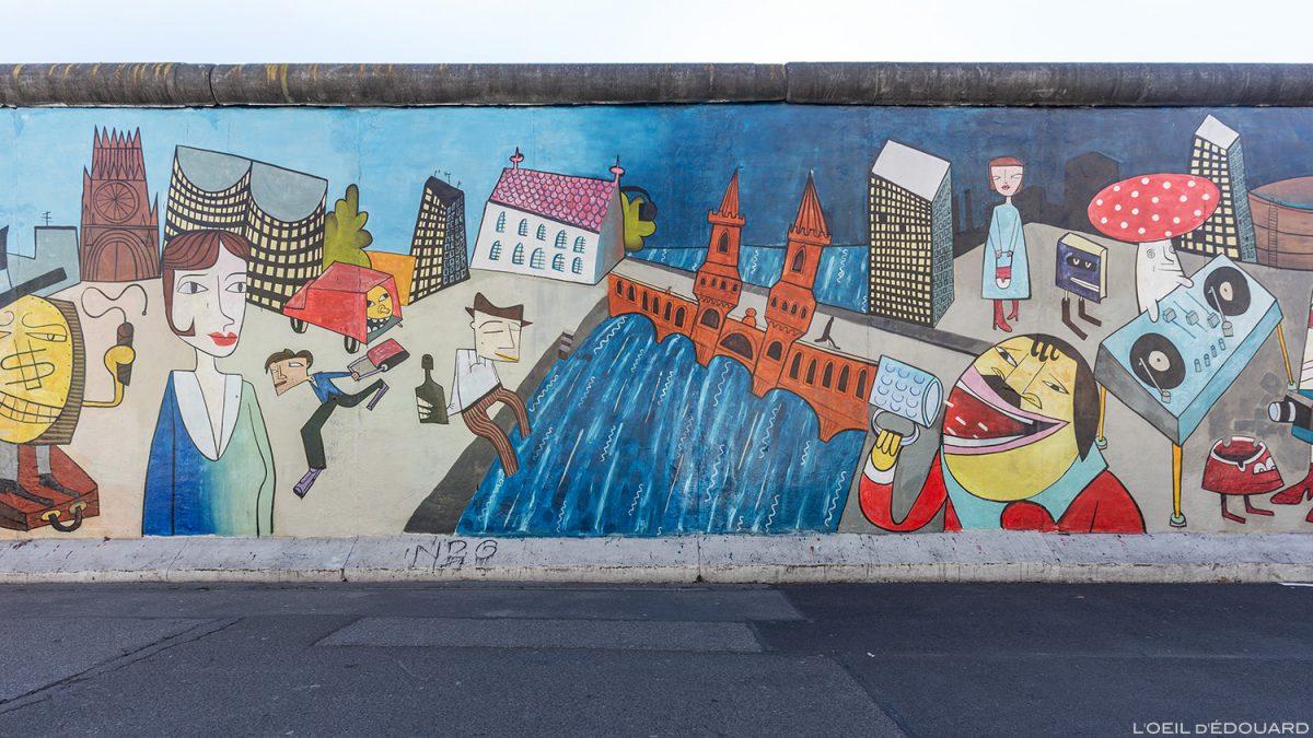 """A pintura """"Deixe esfriar para o lado leste"""" Jim AVIGNON - Muro de Berlim Alemanha East Side Gallery / pintura Muro de Berlim Alemanha / Berliner Mauer Deutschland"""