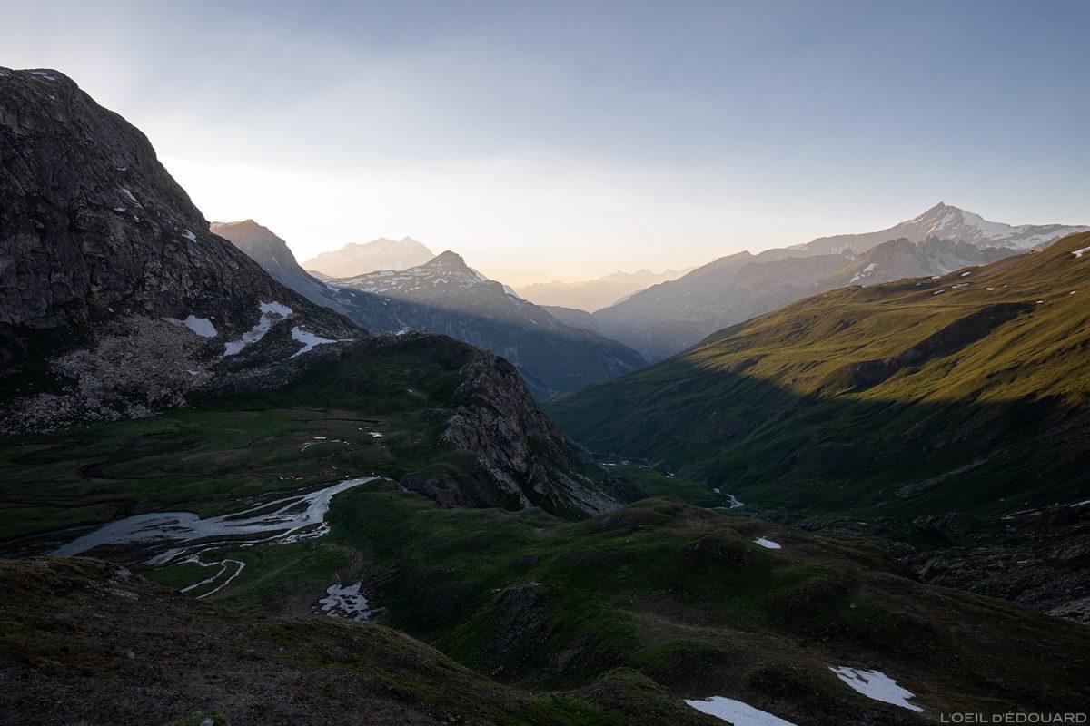 Pôr do sol no Refuge du Fond des Fours, maciço de Vanoise, paisagem de montanha alpina paisagem de montanha pôr do sol © L'Oeil d'Édouard - Todos os direitos reservados