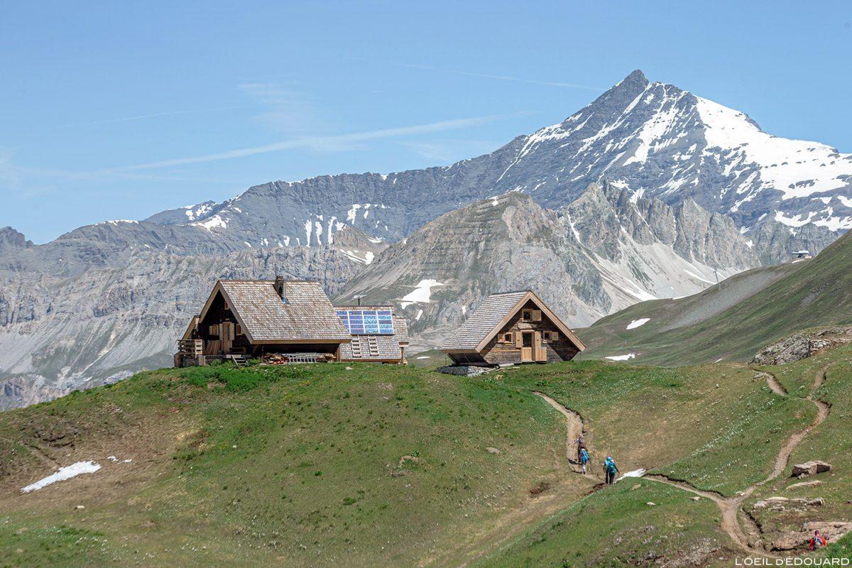 O Refuge des Fours en Vanoise e a Aiguille de la Grande Sassière - paisagem montanhosa Paisagem montanhosa nos Alpes