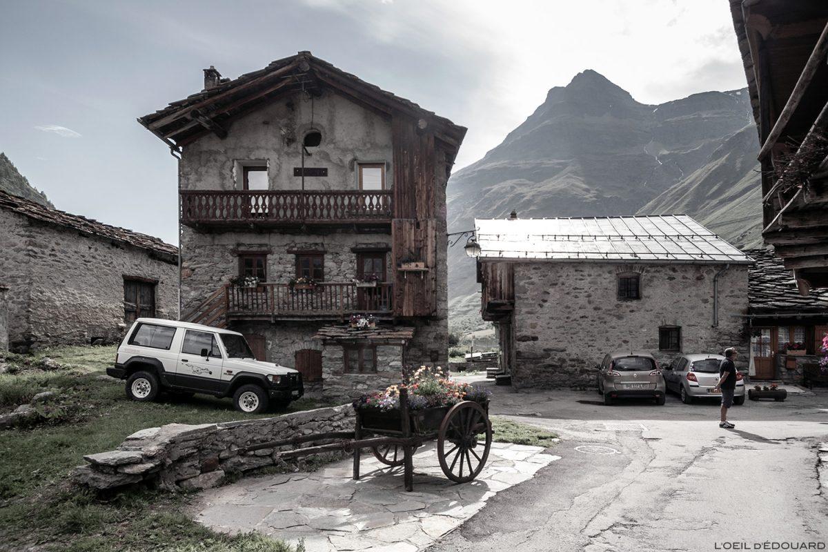 Estrada na aldeia de Bonneval-sur-Arc - Haute Maurienne Alps Savoy
