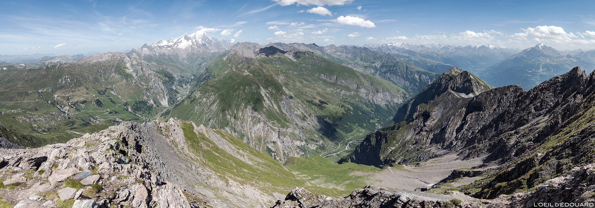 Vista do maciço do Mont Blanc do topo do terraço, paisagem montanhosa dos Alpes Le Beaufortain Savoie