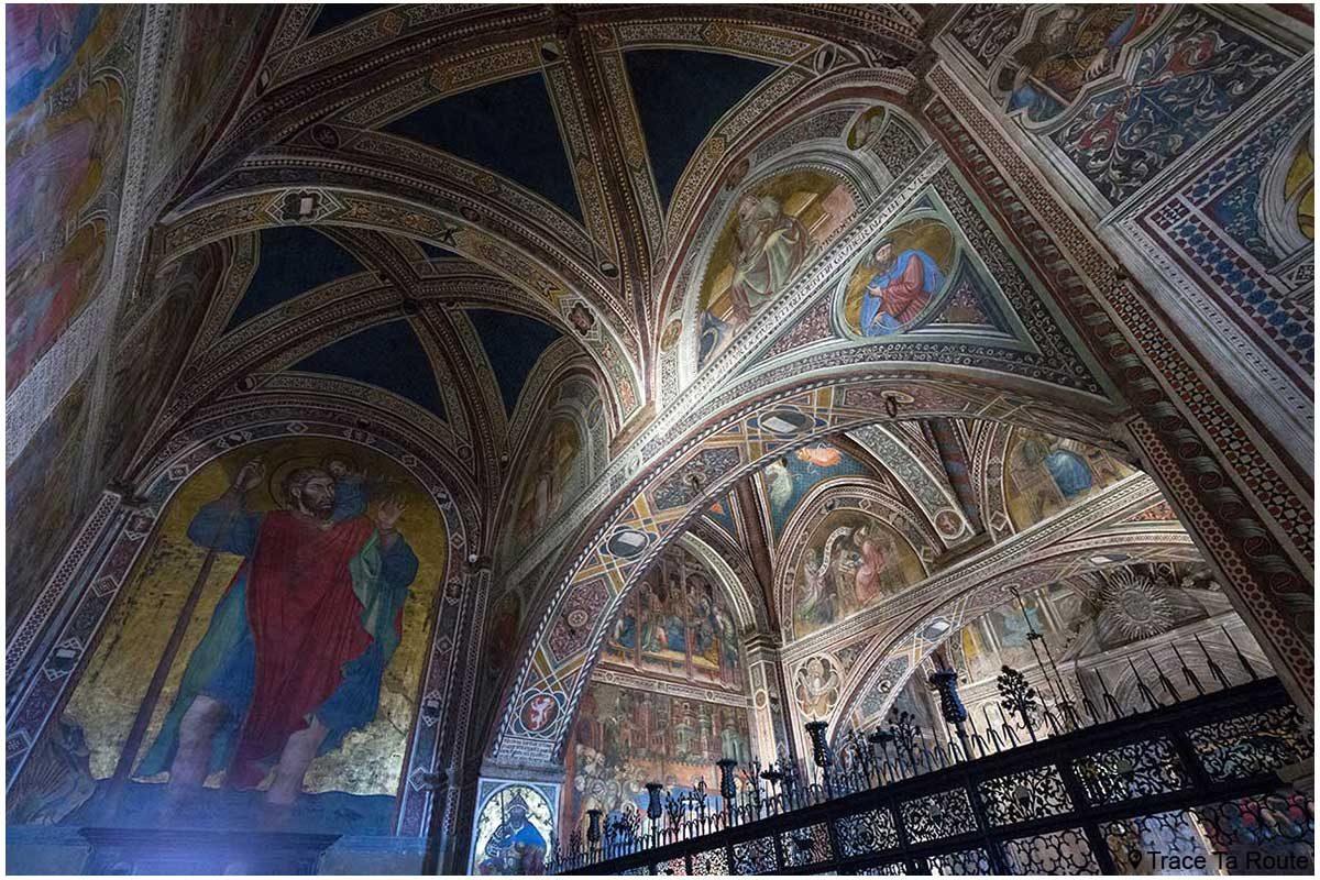 Afrescos nas paredes da entrada da capela do Museu Cívico de Siena - Anticappella do Palazzo Pubblico de Siena