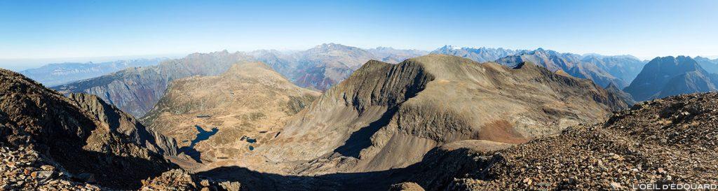 Vista norte no topo do Taillefer: Lac de Fourchu, Pyramide, Grand Galbert, Chaîne de Belledonne, Massif des Ecrins