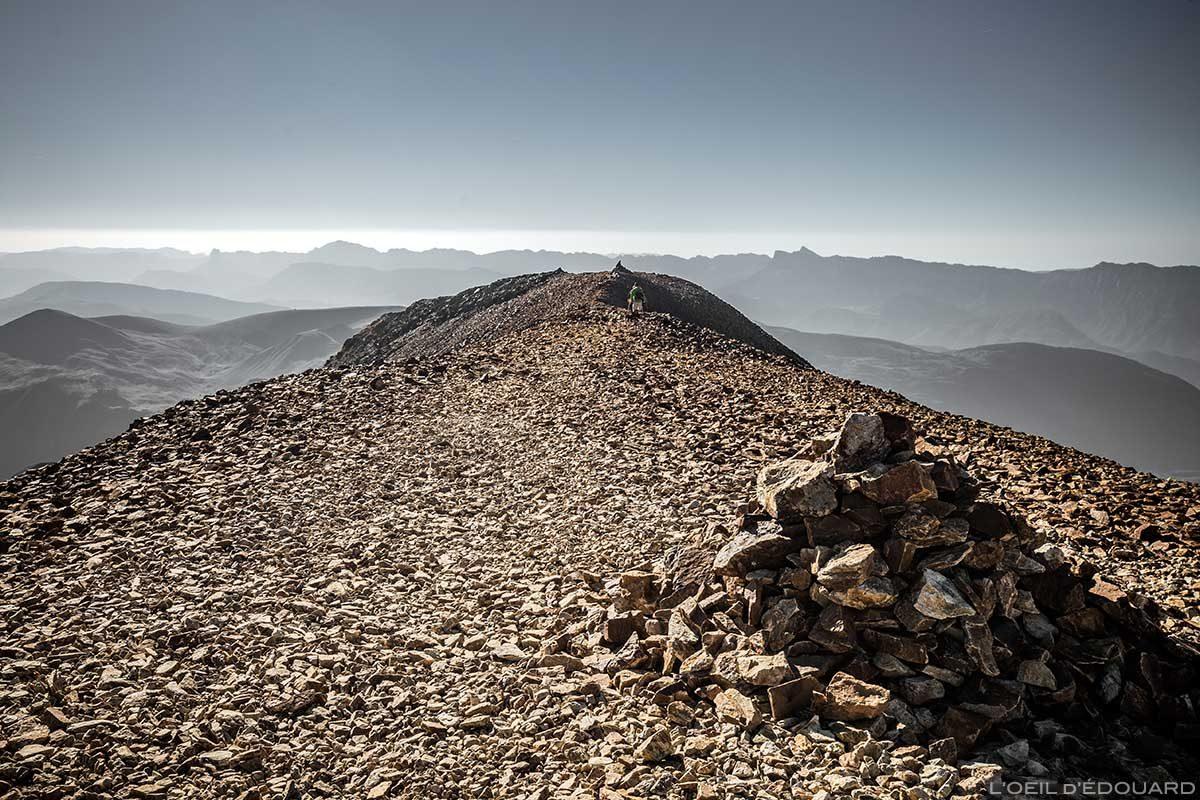 Monte de pedras no topo do Petit Taillefer