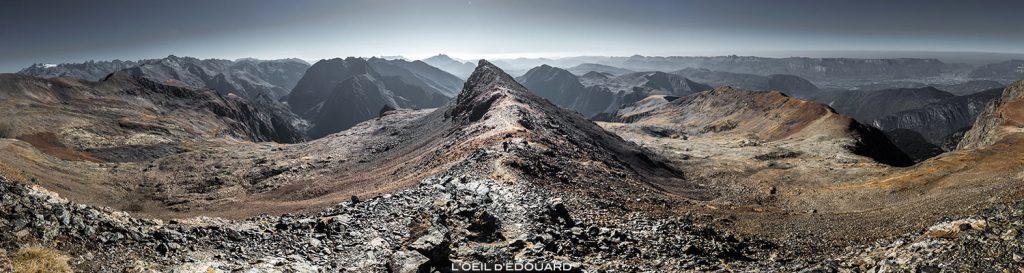Paisagem montanhosa: vista dos Ecrins, dos Goslings e dos Vercors do cume do Taillefer