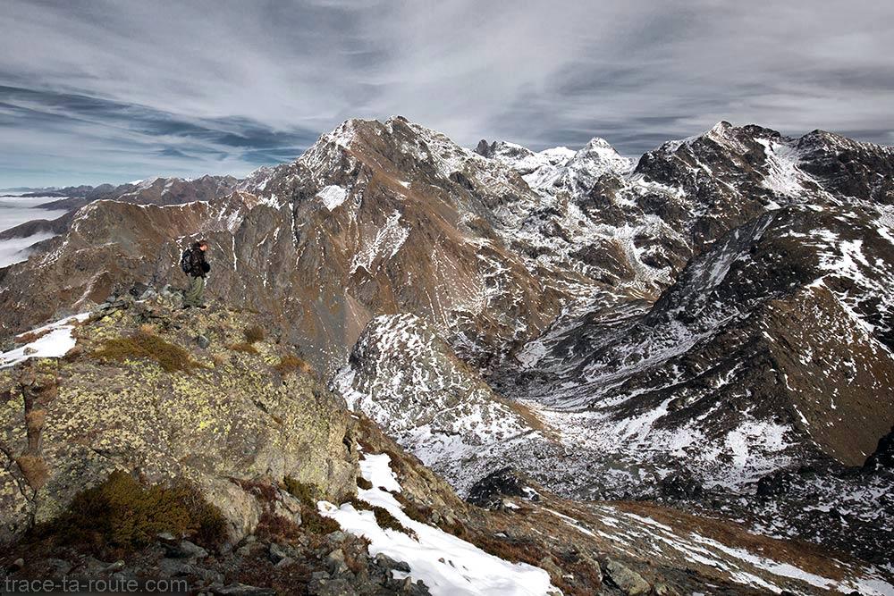 O Grande Lance de Domène, o Grand Pic de Belledonne, o Pic du Grand Domenon e o Grande Lauzière do topo do Grand Colon