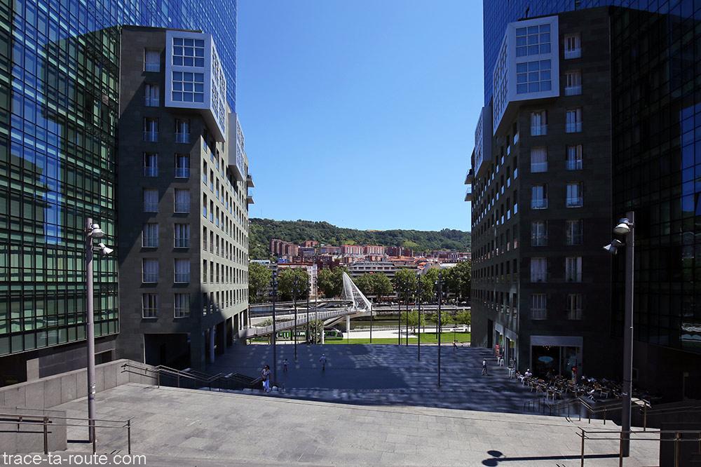 Isozaki Atea e Zubizuri em Bilbao