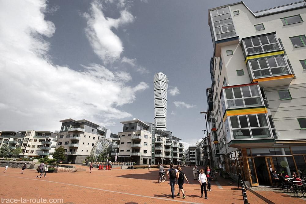 Rotação do edifício Torso em Västra Hamnen em Malmö, Suécia