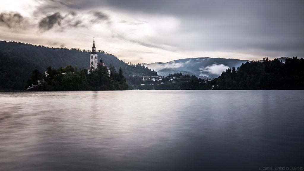 Ilha do Lago Bled com a Igreja da Assunção da Igreja da Assunção, Eslovênia - Lago Bled, Eslovênia