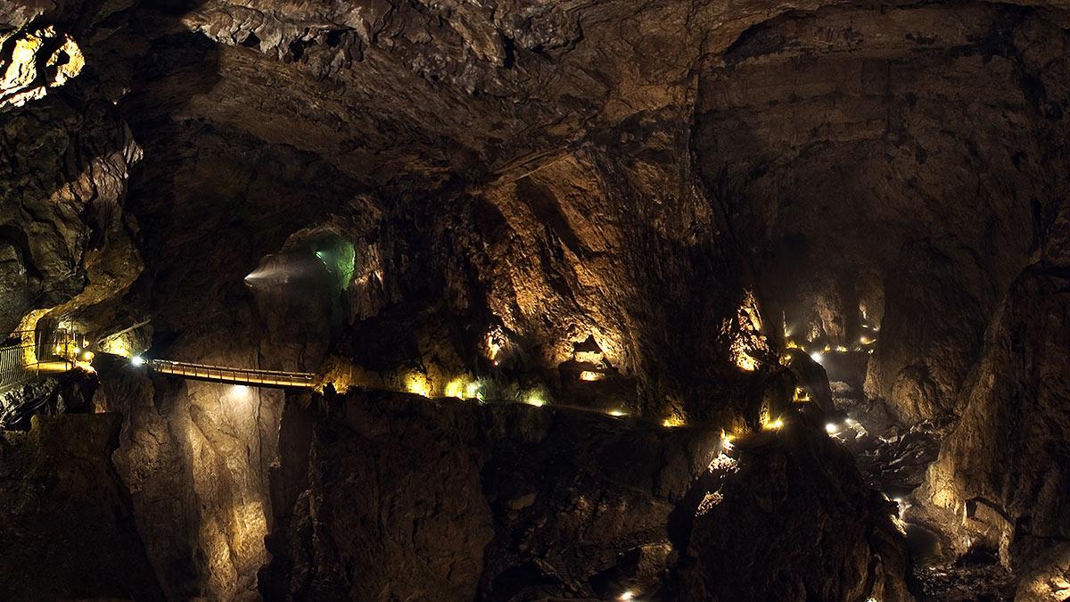 Interior das Cavernas Škocjan na Eslovênia - Cavernas Škocjan - Cavernas Škocjan na Eslovênia