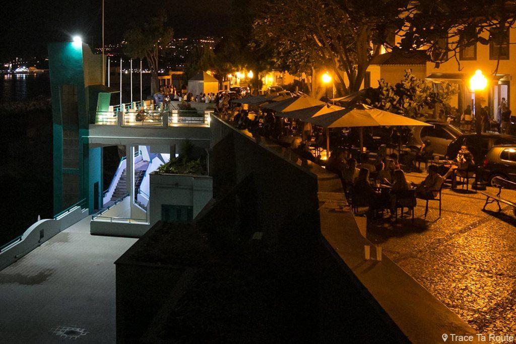 Barreirinha Bar Café esplanada à noite no Funchal, Largo do Socorro - Madeira