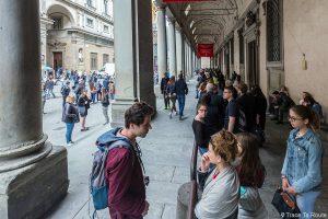 Fila de entrada para a Galeria Uffizi em Florença