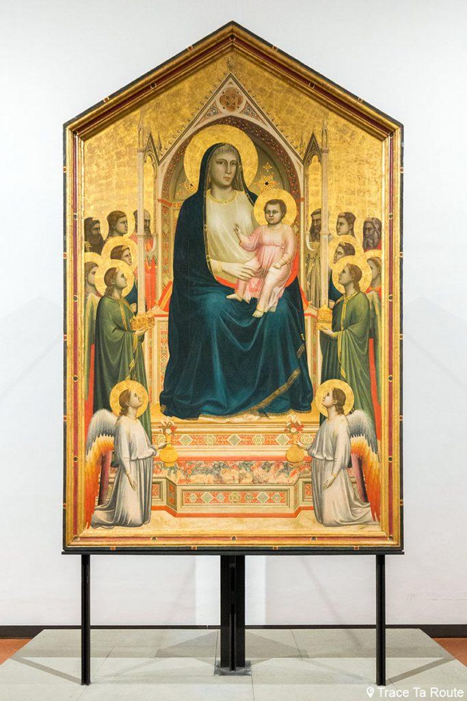 """A Virgem e o Menino Entronizados com Anjos e Santos """"Majestade do Dia de Todos os Santos"""" (1306-1310) GIOTTO - Museu da Galeria Uffizi em Florença (Galeria Uffizi)"""