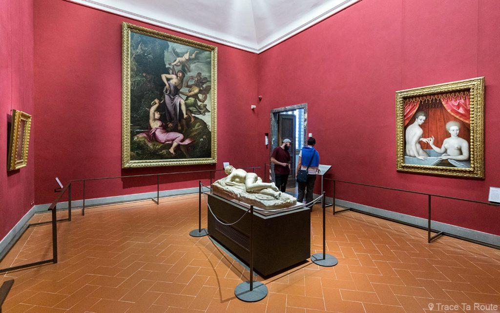 Sala Hermafrodita: Estátua de Hermafrodito, Jacopo LIGOZZI, Escola de Fontainebleau (Duas mulheres no banheiro) - Museu da Galeria Uffizi em Florença (Galeria Uffizi em Florença)