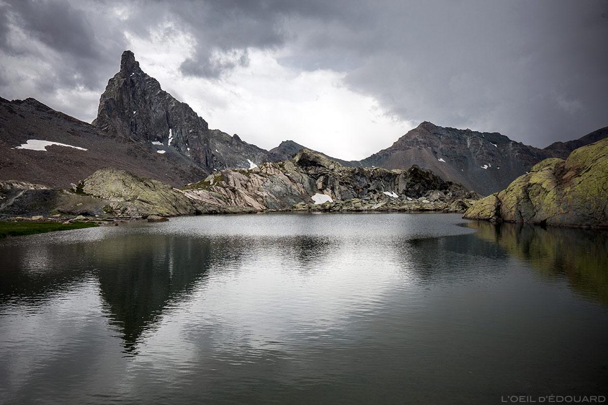 Lac Supérieur des Lacs Blanchets com Tête des Toiles e Pic de la Farnéiréta ao fundo - Queyras, Hautes-Alpes