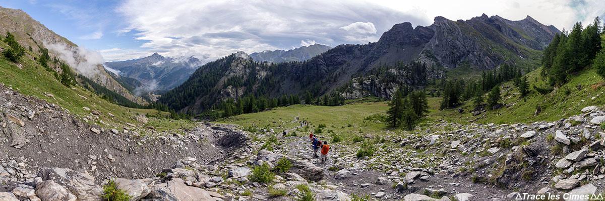 Tour du Queyras Trek com os brasões das Lauzes e Taillante (Hautes-Alpes)